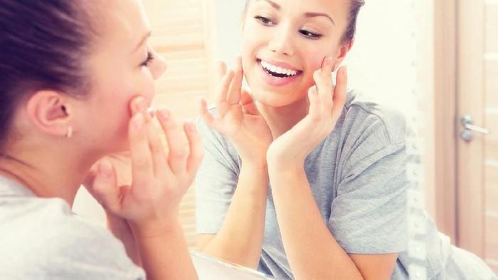 Ternyata, Ini Urutan Menggunakan Skincare Pagi yang Benar!