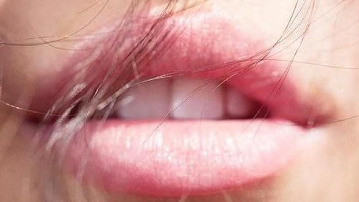 Cara Mudah Mencerahkan Warna Bibir