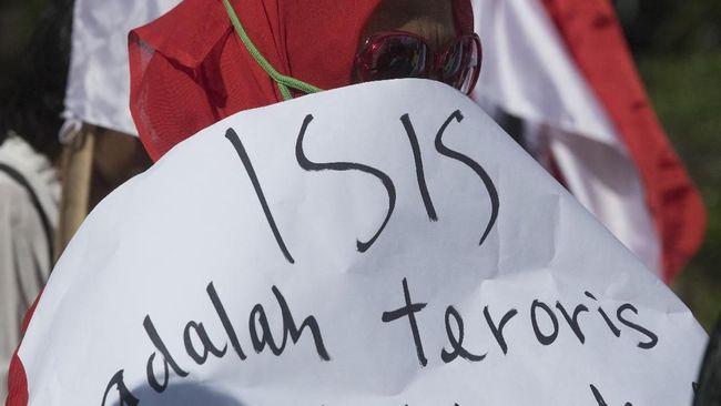 Alih-alih menelantarkan ratusan WNI eks ISIS di negara lain, pemerintah diminta membawa pulang mereka dan memproses hukum agar lebih terpantau.