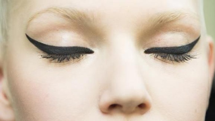 10 Kesalahan dalam Mengaplikasikan Eyeliner