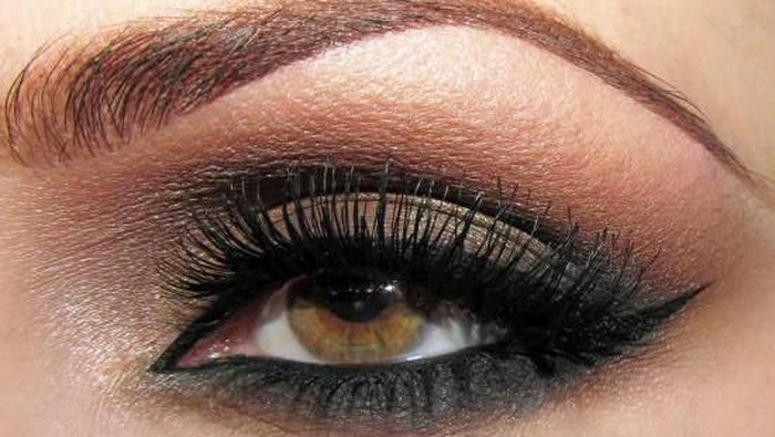 Makeup Smokey Eyes ala Selebriti Hollywood