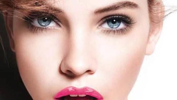 Cara Membuat Bibir Glossy Awet & Menarik