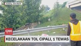 VIDEO: Minibus Terguling Masuk Parit di Cipali, Satu Tewas