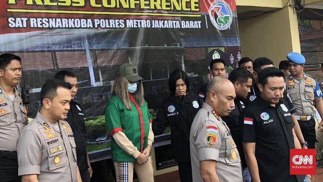 Lucinta Luna telah digelandang dari Polres Jakbar ke BNN di Lido guna menjalani tes darah dan rambut setelah jadi tersangka penyalahgunaan narkoba.