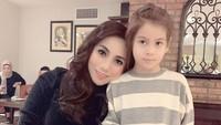 <p>Siti 'KDI' bersama sang putri. Sama-sama cantik ya, Bun. (Foto: Instagram @siti_perk)</p>