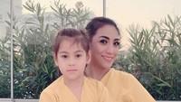 <p>Di Turki, Siti 'KDI' mengaku menjalani kehidupan sebagai ibu rumah tangga dan sangat menikmati perannya tersebut. (Foto: Instagram @siti_perk)</p>