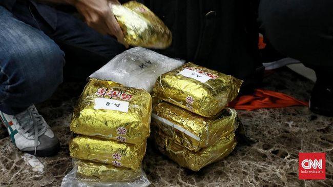 Bareskrim Polri membongkar jaringan narkoba Malaysia-Indonesia di wilayah Batam, dan meringkus lima orang tersangka.