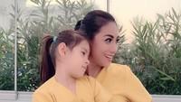 <p>Siti 'KDI' menikah dengan pria Turki, Cem Junet Peerk, pada 2011. Sejak itu pula, ia tinggal di Turki bersama sang suami. (Foto: Instagram @siti_perk)</p>