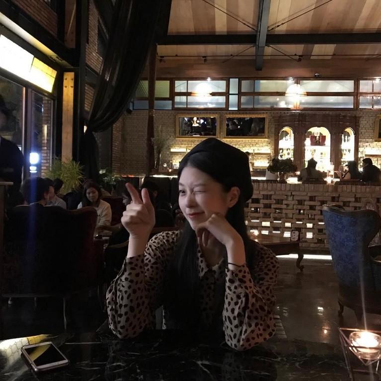 Wanita yang akrab dipanggil Soo Jung ini, juga sangatsering mendatangi beberapa cafe untuk menghabiskan waktunya sendiri ataupun bersama teman-temannya.