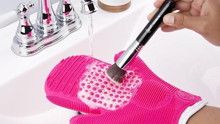 Supaya Awet, Mencuci Brush Sebaiknya Pakai Air Hangat atau Air Dingin yaa??