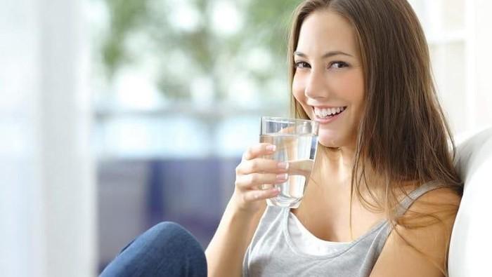 [FORUM] Tanda-tanda kurang minum air mineral, hati-hati ladies!