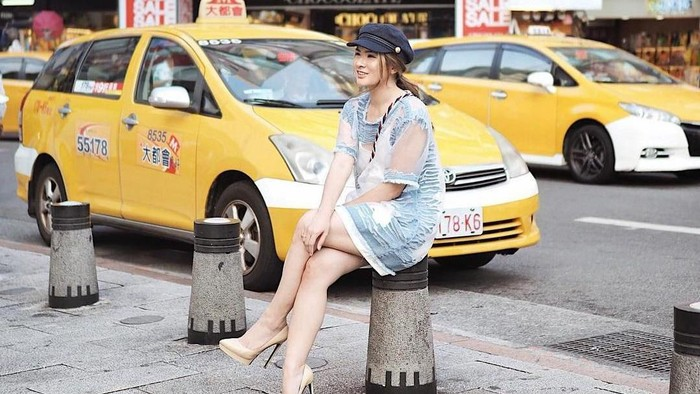 Ladies, Berani Coba Gaya Fashion Transparan ala Anastasia Siantar Ini?