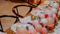<p>Balon-balon kecil yang dirangkai seperti buah pun enggak kalah mencuri perhatian lho, Bun. Gemas banget! (Foto: Instagram @olaharika)</p>