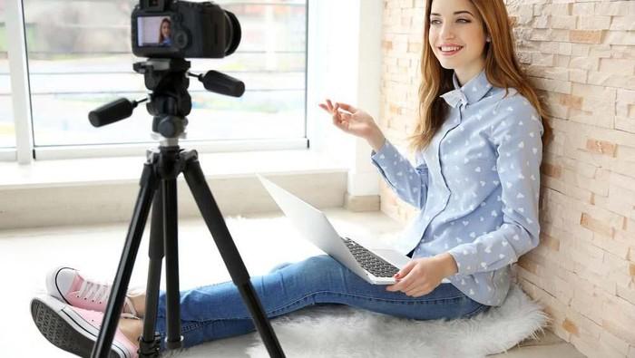 #AskBeautynesian Apa sih merk dan tipe kamera yang recommended untuk jadi seorang vlogger??