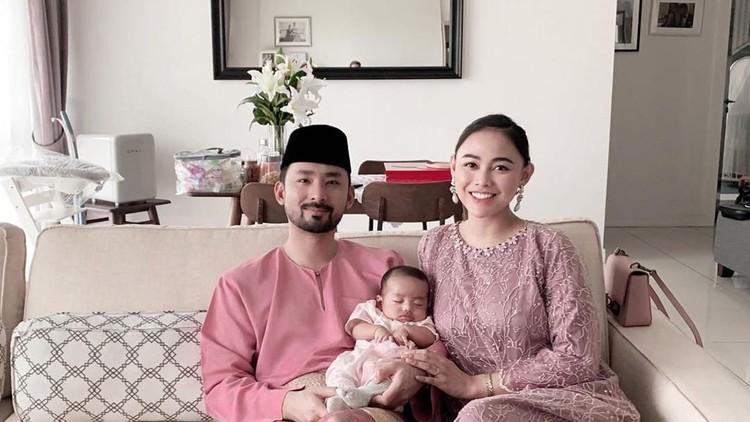 Sudah dua hari, Malaysia partial lockdown. Bagaimana kondisi Puteri Indonesia 2013 Whulandry Herman yang saat ini tinggal bersama suami dan anak di sana?