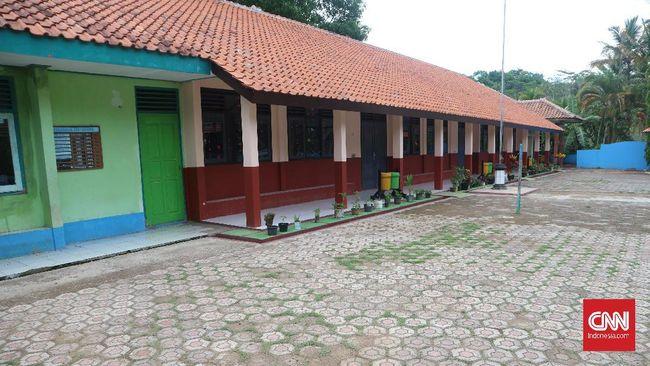 Di wilayah perkotaan, remaja seusia murid SMA sudah pandai mengoperasikan berbagai perangkat teknologi. Tetapi tidak bagi murid SMK Taruna Jaya.