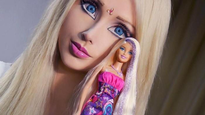 Ini Dia Valeria Lukyanova, Perempuan yang Disebut Sebagai Human Barbie. Cantik Gak Menurut Kalian?