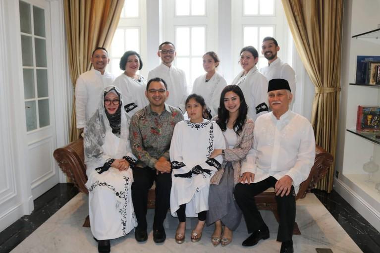 Proses pencatatan tersebut disaksikan langsung oleh keluarga besar kedua calon pengantin.