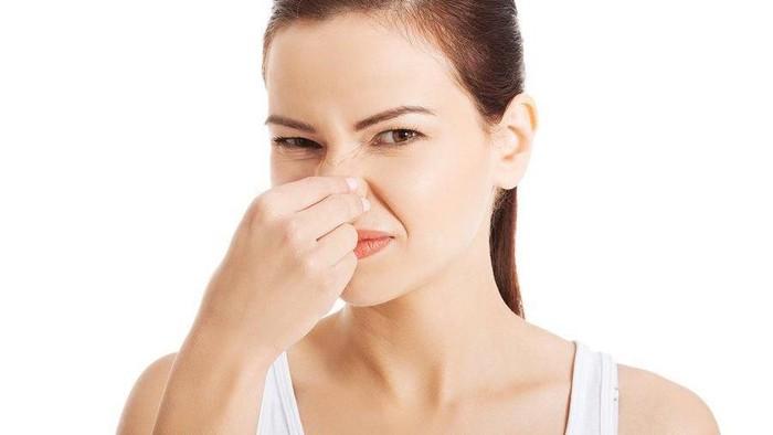 Bener Gak Sih Ladies, Kebiasaan Menarik Hidung Bisa Bikin Tambah Mancung?