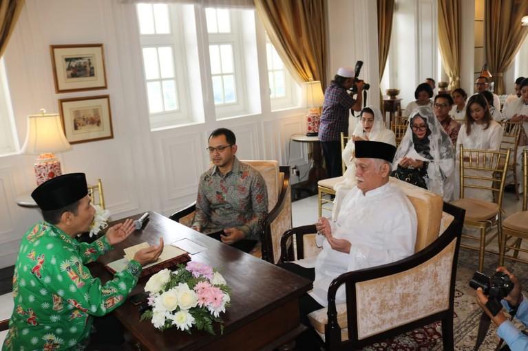 Kedua calon pengantin juga telah melakukan proses gladi resik pernikahan di Hotel Mulia.