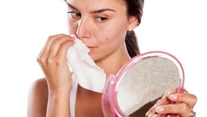 Boleh enggak sih menghilangkan makeup pakai tisu basah?