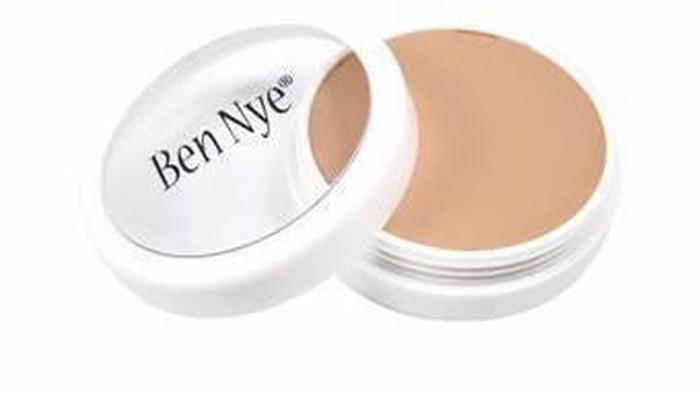 Ada yang udah pakai foundation dari Ben Nye?