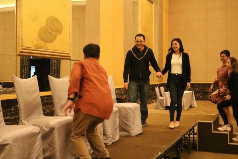 Putra Tutut Soeharto akan menikahi kekasihnya. Kemarin (12/2) keduanya terlihat sedang melakukan gladi resik untuk acara pernikahan mereka di Hotel Mulia.