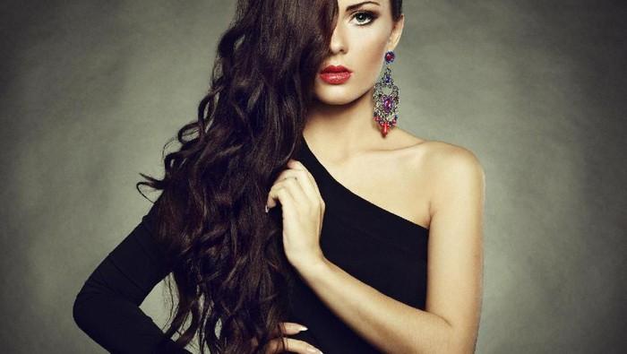 Rekomendasi Warna Makeup yang Sesuai dengan Outfit Gelap