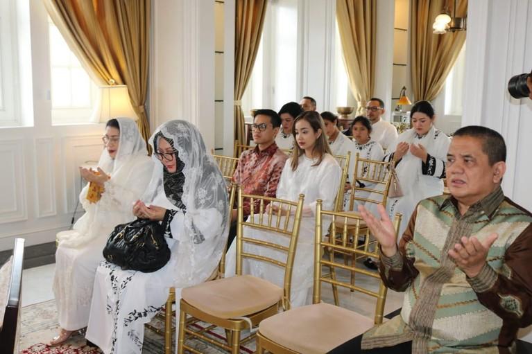 Esok hari, Jumat (14/2), kedua calon pengantin juga akan melakukan prosesi siraman di kediaman Tutut Soeharto di menteng.