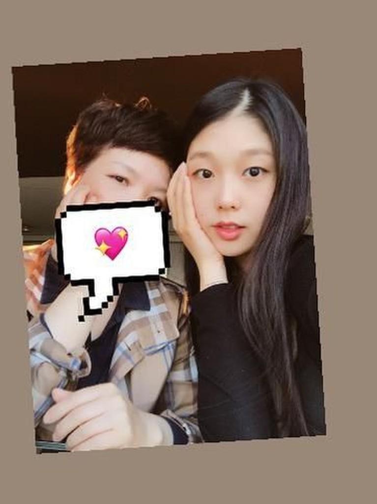 Go Soo Jung juga sering menghabiskan waktu bersama ibunya di waktu senggang ketika tidak ada jadwal syuting drama.