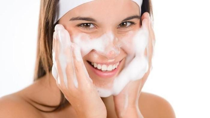 Bagaimana cara mencuci wajah yang benar?