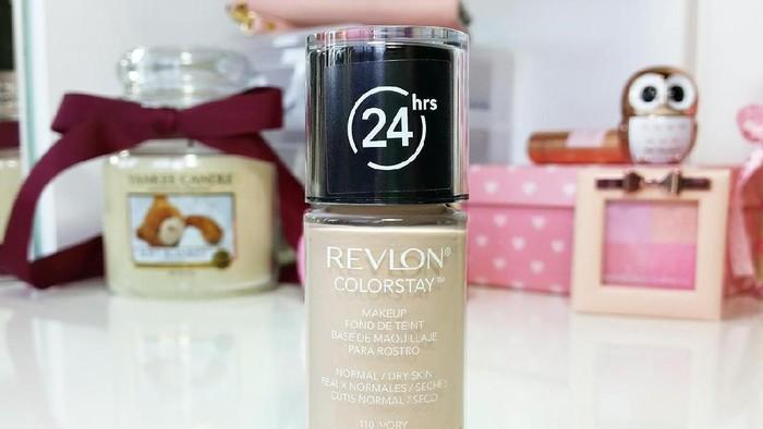 Foundation ini Bisa Tahan 24 Jam! Lihat Review Revlon ColorStay Foundation Ini