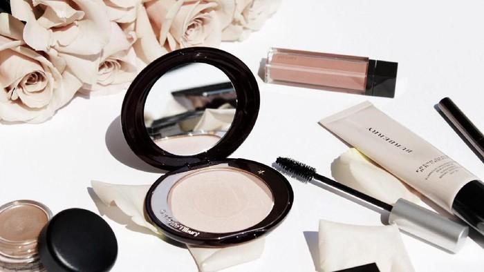 Opps, Ingin Tahu Apa yang Terjadi Ketika Kamu Memakai Kosmetik Kadaluarsa? Ini Dia Bahayanya!