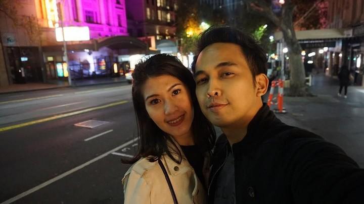 <div>Indra P. Sinaga atau yang lebih dikenal dengan Naga, menikahi Feby Rizky Andhika Siregar 8 tahun lalu. Keduanya sering menghabiskan waktu berduan nih, Bun. (Foto: Instagram @febyriz)</div>