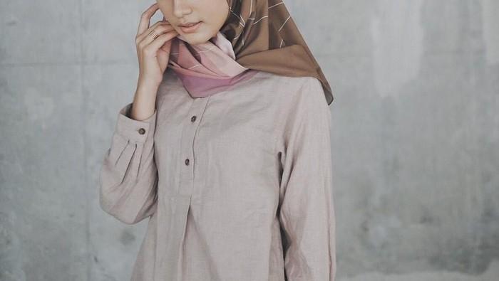 Buat kondangan, lebih bagus hijab voal atau organza?