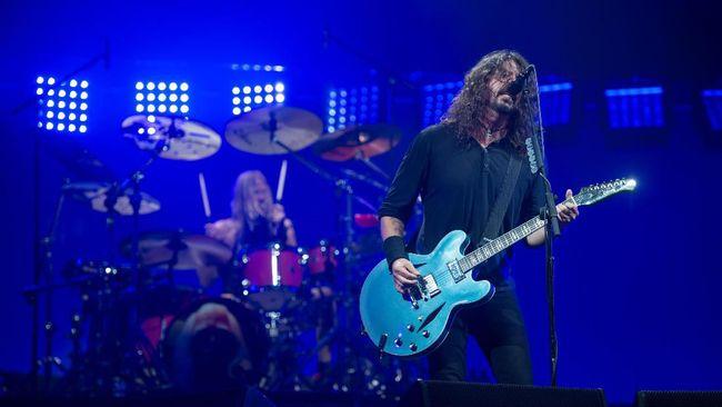 Musisi Dave Grohl kembali tunjukkan bakat penyutradaraanya dengan menggarap dokumenter musik What Drives Us.