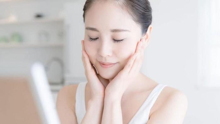 Gak Perlu Aneh-aneh, 4 Langkah Skincare Ini Bikin Kulit Kamu Cerah dan Glowing!