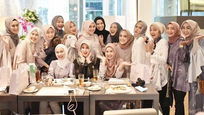 Makin Sukses, Ini Deretan Seleb yang Pernah Jadi Model Vanilla Hijab!
