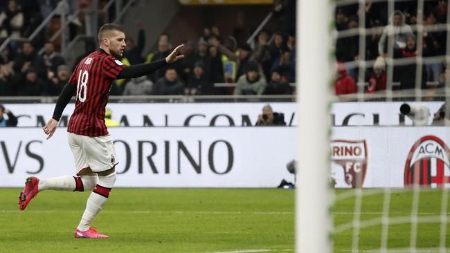 Juventus nyaris kalah dari AC Milan dalam leg pertama semifinal Coppa Italia. Gol Cristiano Ronaldo menyelamatkan Bianconeri.