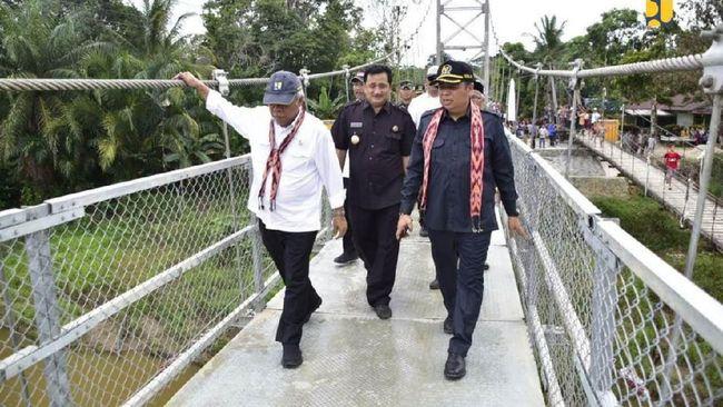Jembatan gantung wilayah di Kalimantan Barat itu dibangun untuk menghubungkan desa terpencil, yakni Nanga Dangkan dan Lebak Napas.