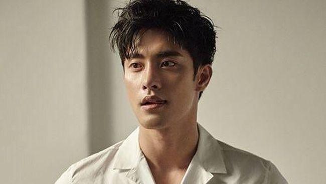 Benarkah Aktor Tampan Sung Hoon Kencani Park Na Rae?