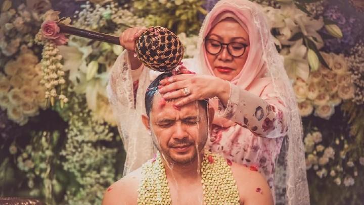 <p>Cucu Soeharto, Danny Bimo Hendro Utomo atau Danny Rukmana menggelar prosesi siraman hari ini, Jumat (14/2/2020) di kediamannya. (Foto: Istimewa)</p>