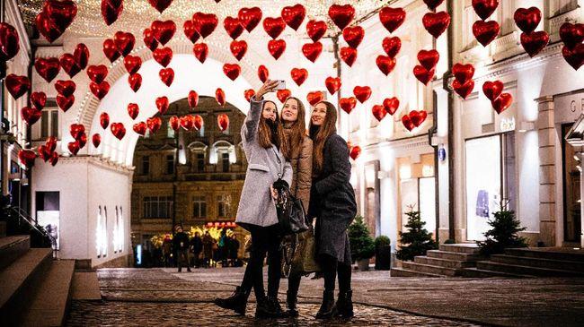 Beda negara, beda juga cara merayakan Valentine. Selain bertukar cokelat dan bunga, berikut ragam tradisi unik hari Valentine di berbagai belahan dunia.