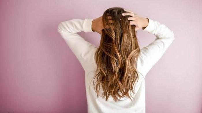 Jaga Kesehatan Rambutmu dengan Detoks Kulit Kepala