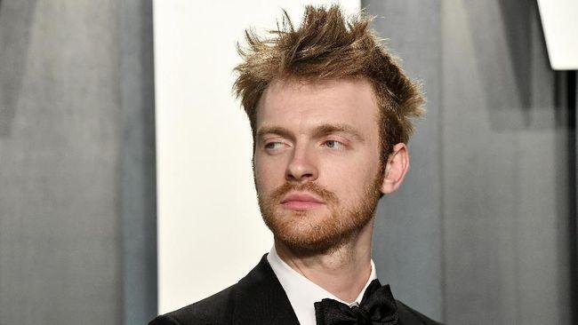 Finneas mengisahkan pembuatan dan pemilihan lagu No Time to Die sebagai lagu tema film James Bond penuh dengan ketegangan.
