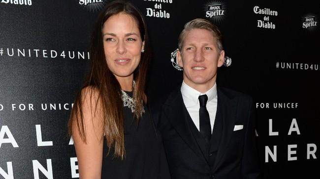 Sembilan pasangan atlet ternama ini pernah atau masih menjalin asmara dengan beberapa di antaranya menikah.