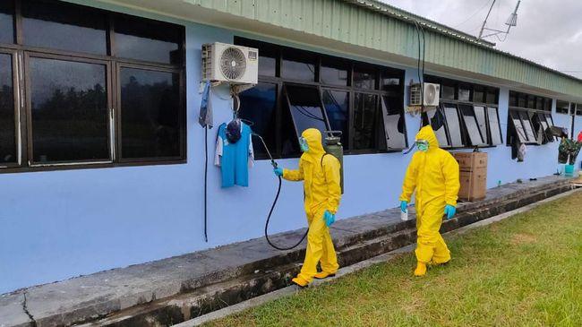 Dinas Tenaga Kerja dan Transmigrasi DKI Jakarta juga mengimbau pengelola gedung menyediakan sabun cuci tangan dengan kandungan alkohol 70-80 persen.