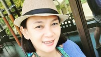 Bunda pasti masih ingat dengan Dian Nitami. Istri dari Anjasmara ini ternyata telah berusia 48 tahun dan sudah menjadis seorang nenek. Wah, enggak kelihatan ya, Bun? (Foto: Instagram)