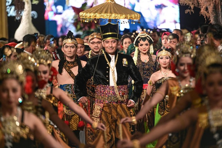 Cucu Soeharto, Danny Rukmana dan Raiyah menggelar resepsi pernikahan pada Sabtu malam. Resepsi tersebut dihadiri Menhan Prabowo dan putranya, Didit.