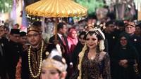<p>Raiyah terlihat anggun dan cantik dalam balutan busana adat Jawa. (Foto: Istimewa)</p>